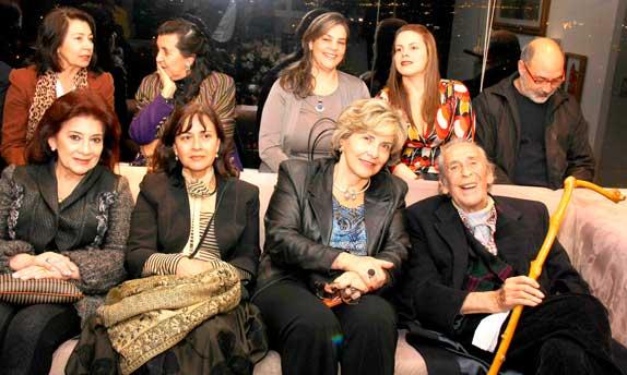 """Alvaro Castaño Castillo, la embajadora Claudia Turbay Quintero y otros asistentes a una de las presentaciones de, """"Gabo cuatro años de soledad"""""""