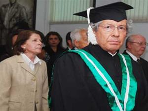 Ceremoni a de Grado de uno de los títulos Honoris Causa otorgados a Ariel Armel