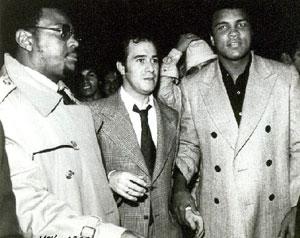 Con Mohammed Ali a quien trajo a colombia para una obra benefica del Instituto Franklin Delano Roosevelt.