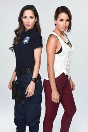 "Carmen Villalobos (Catalina Santana) y Majida Issa (Yesica Beltrán ""La Diabla"")."