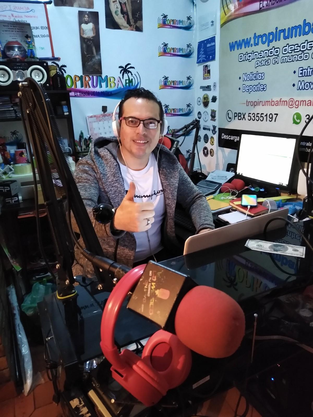 """Fredy Puerto: """"Tristemente hemos perdido la buena radio colombiana, se perdió la buena locución, el buen locutor que es imagen, se ha perdido la buena voz, la radio es de escuchar voces""""."""